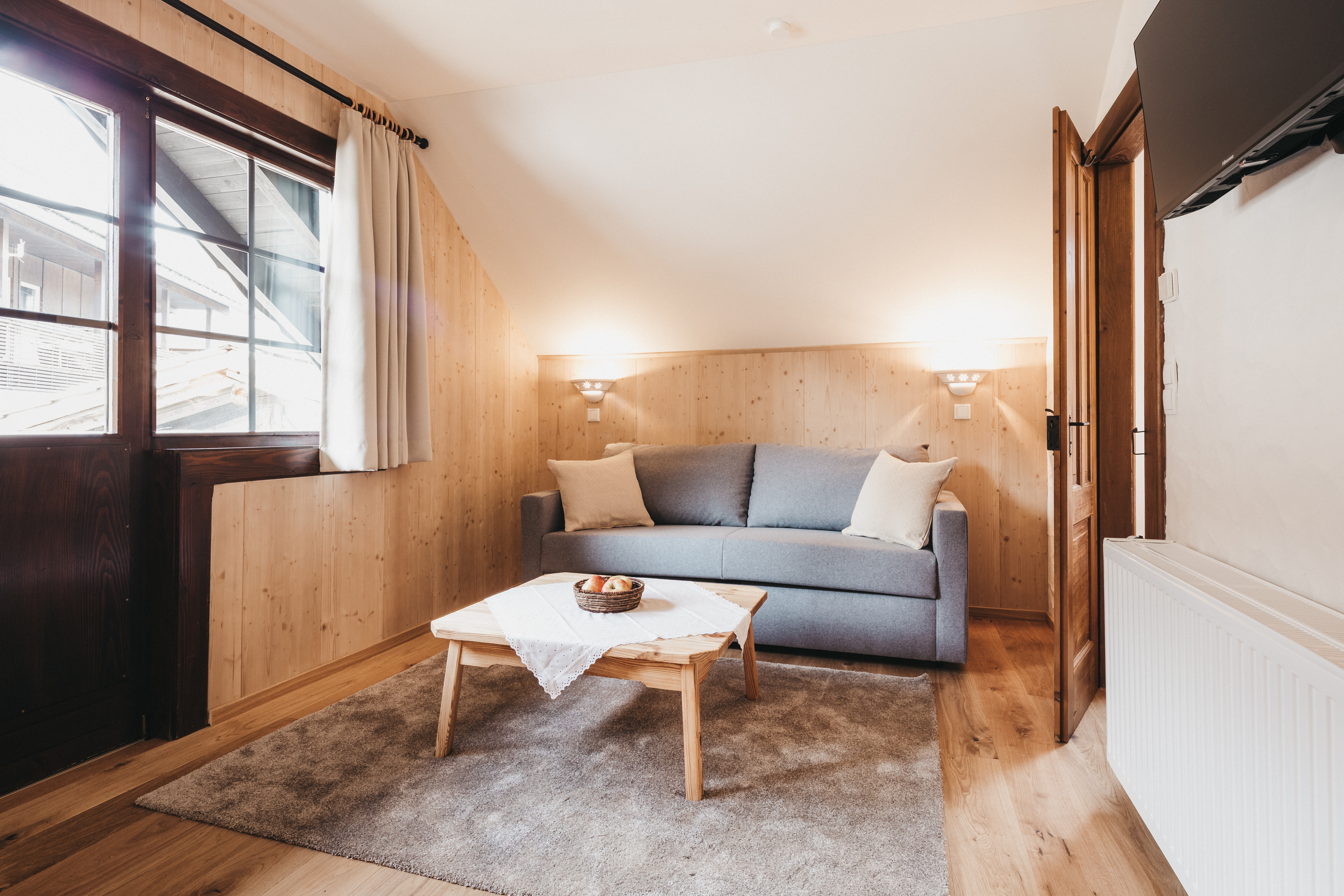 suite_Federleicht_Wohnzimmer_Sofa