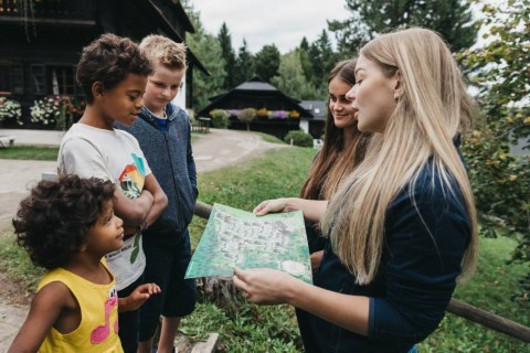 Kinder im Dorf Schönleitn